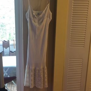 mica Dresses - White summer dress w lace on bottom